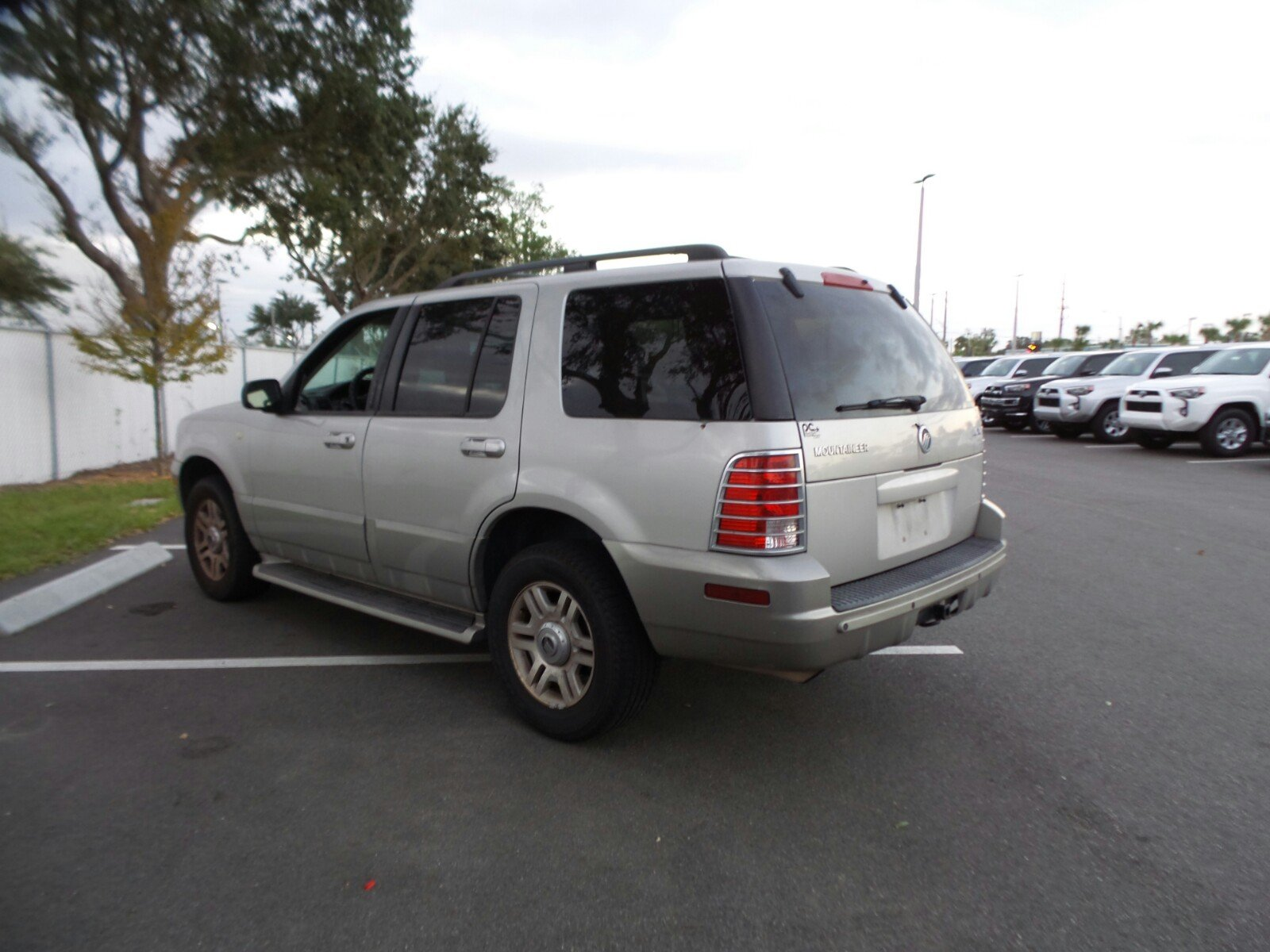 Pre owned 2003 mercury mountaineer base